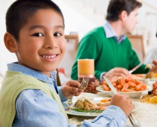 """""""Guía para que los niños coman bien en un restaurante"""""""