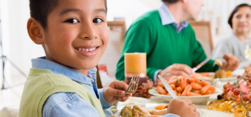 «Guía para que los niños coman bien en un restaurante»