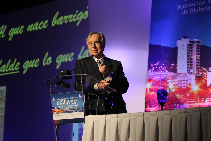 El Dr Arturo Rolla hablando sobre problemas para bajar de peso