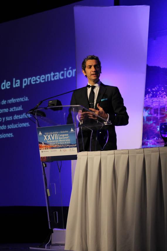 El Dr Diego Bernardini en su conferencia magistral