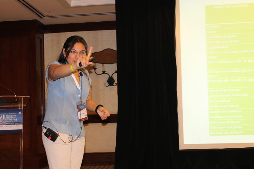La LN y ED Yareri Sandoval, en un taller sobre Conteo de Carbohidratos