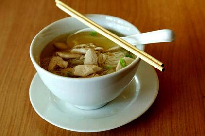 Sopa oriental de pollo