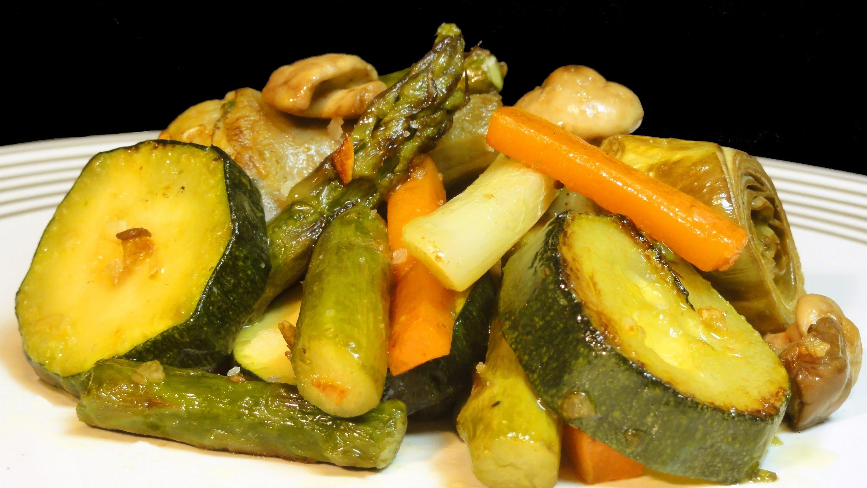 Verduras fritas en aceite de oliva incrementan contenido de compuestos fenólicos